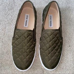 STEVE MADDEN Olive Green Quilted shoe